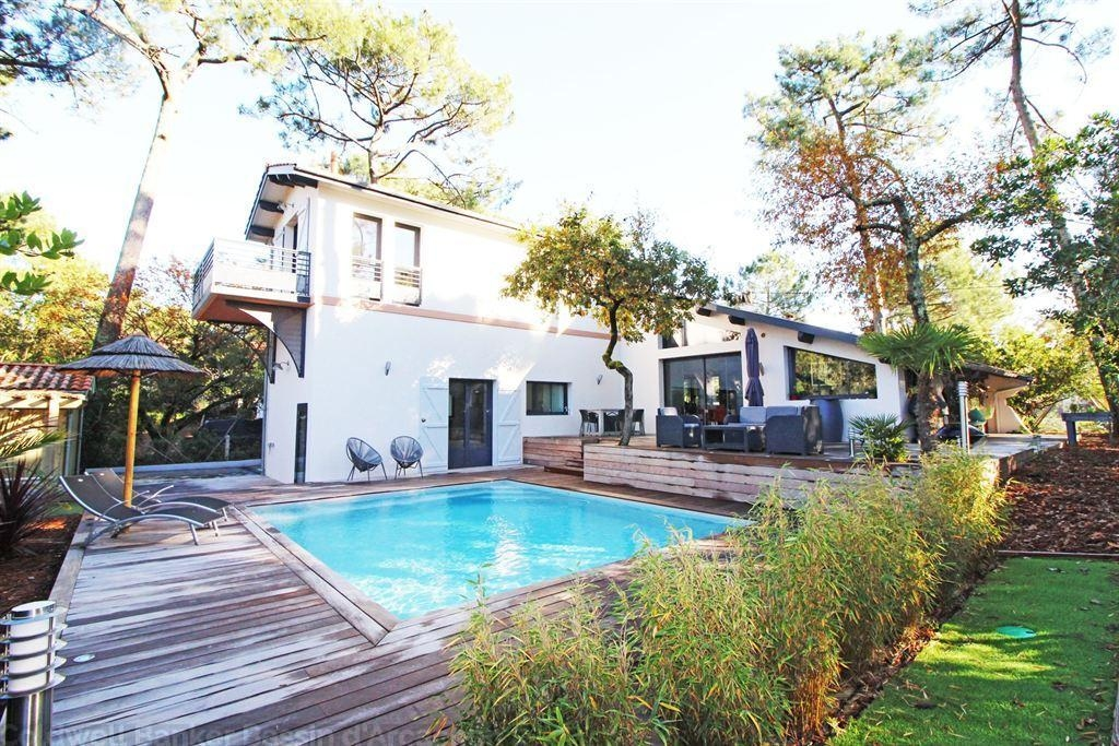 Recent Villa For Sale With 4 Bedrooms And A Swiming Pool