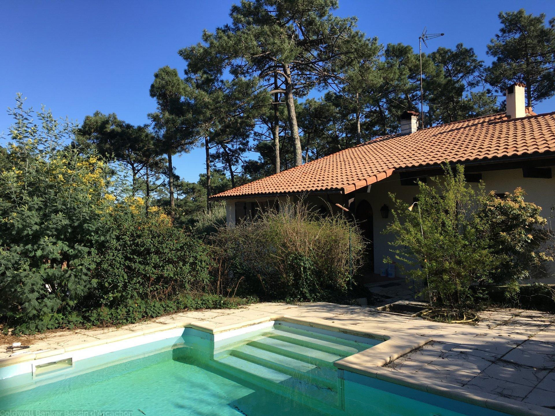 Villa Of The 80s With Swimming Pool   5 Bedrooms   Large Plot