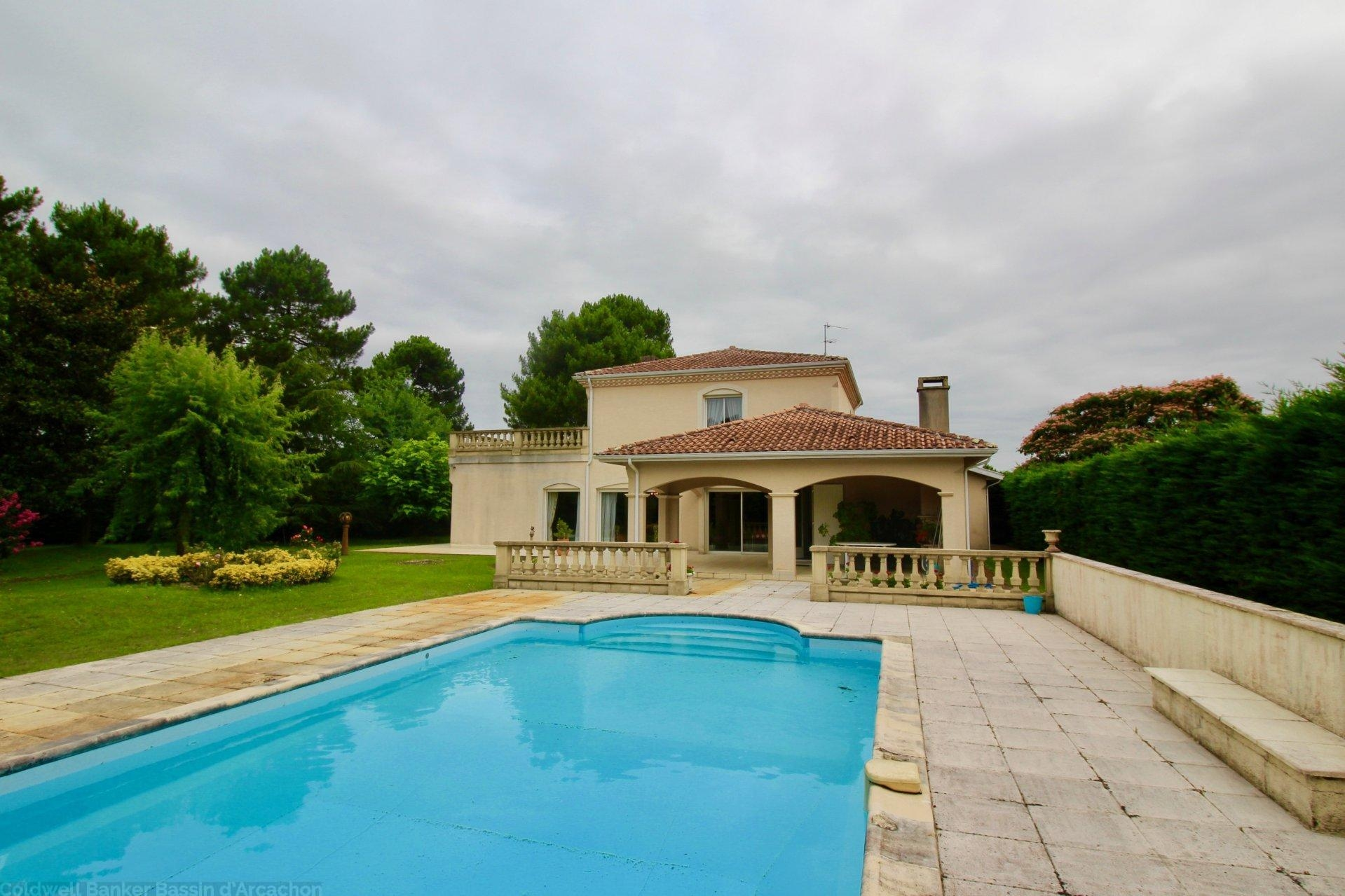 NEAR BORDEAUX   PESSAC   Magnificent Villa With Swimming Pool